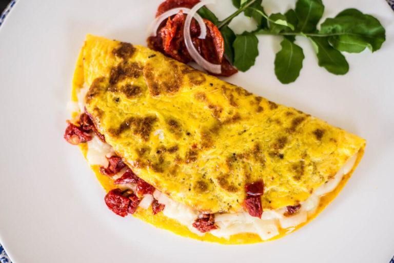 Omelete com Mozzarella de Búfala e Tomate e Seco