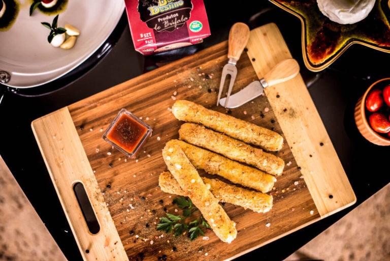 Palitos de Mozzarella de Búfala Bom Destino com crosta de Ervas